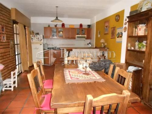casa en venta de 2 dormitorios en udaondo ituzaingo :: 250m2