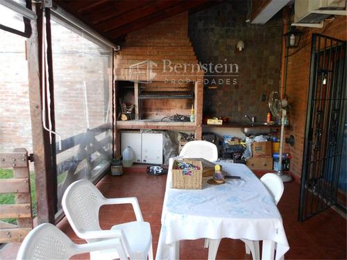 casa en venta de 2 dormitorios en udaondo ituzaingo :: 432m2