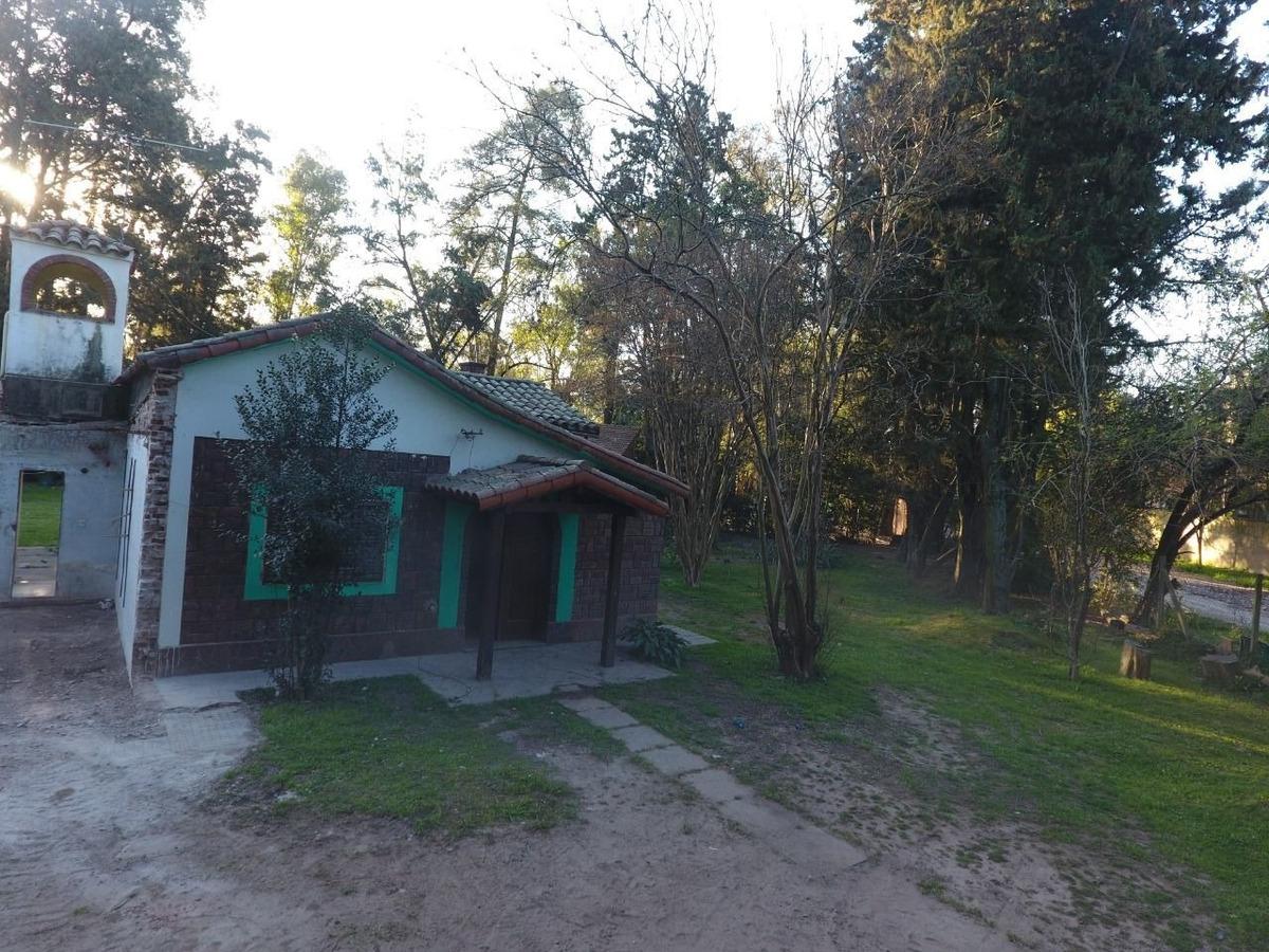 casa en venta de 3 ambientes c/ cochera y amplio jardin anticipo y cuotas en del viso