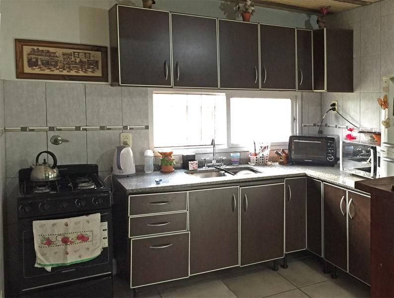 casa en venta de 3 dormitorios, amplio parque, en barrio don francisco, campana