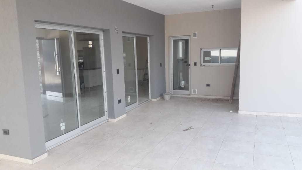 casa en venta de 3 dormitorios en barrio privado las cañitas