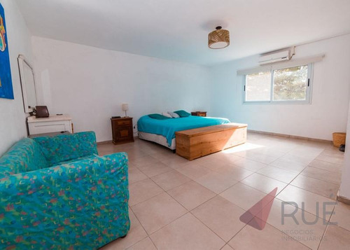 casa en venta de 3 dormitorios en campos del virrey (camino alta gracia)zona sur