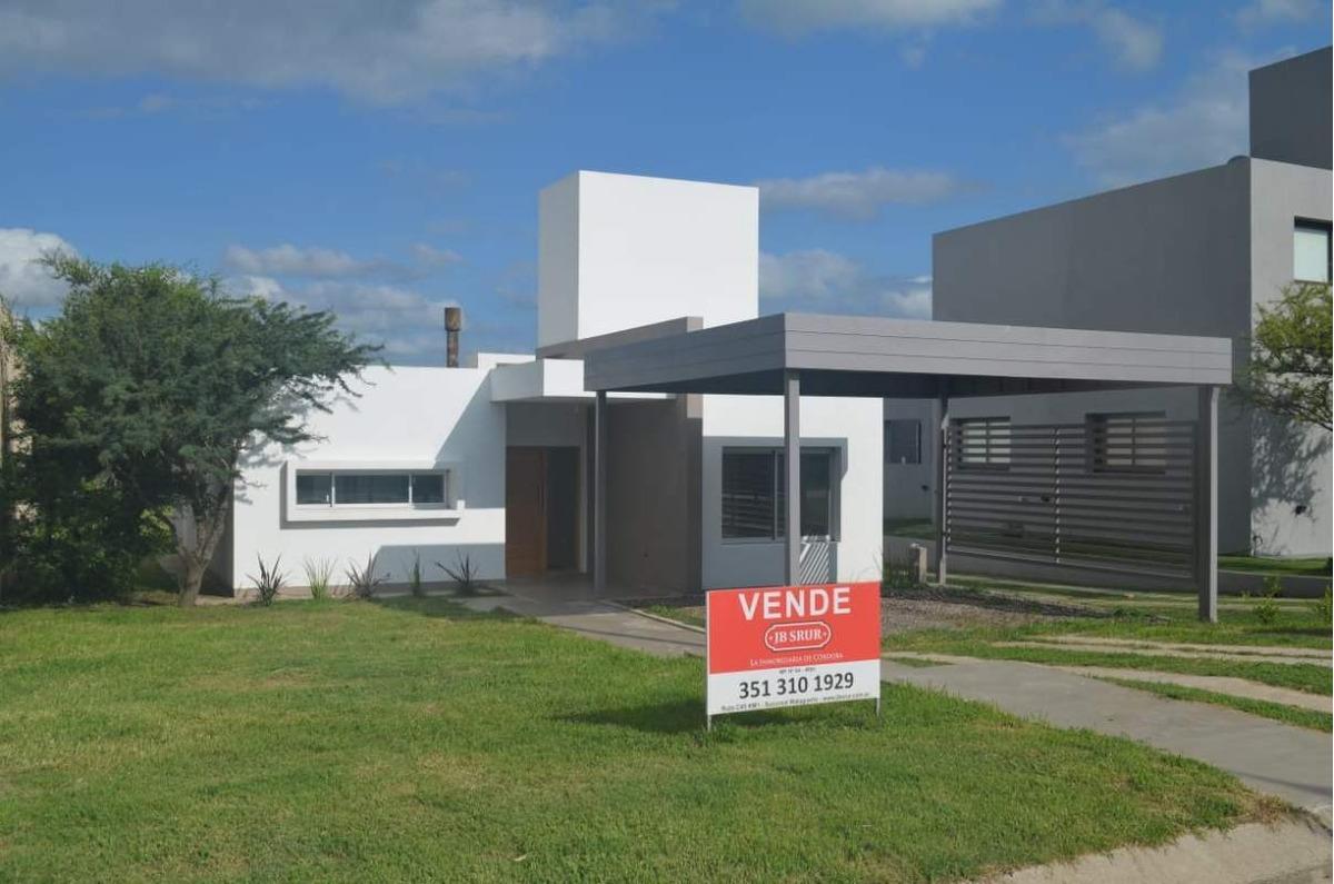casa en venta de 3 dormitorios en las cañitas barrio privado