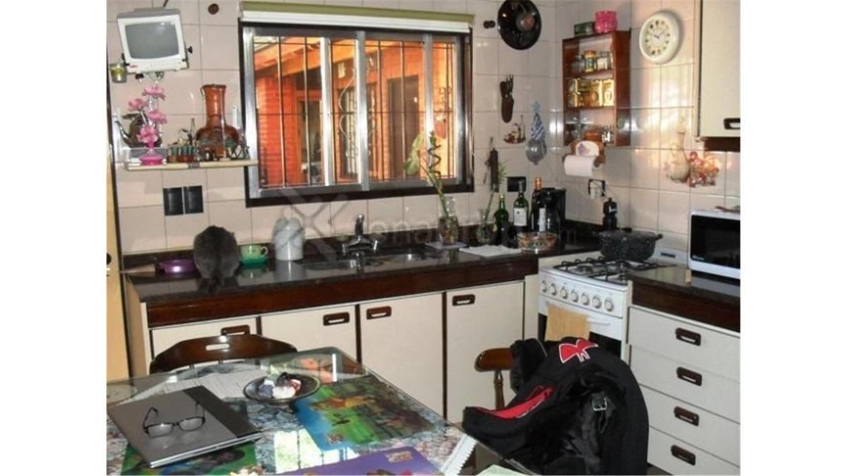 casa en venta de 3 dormitorios en udaondo ituzaingo :: 329m2