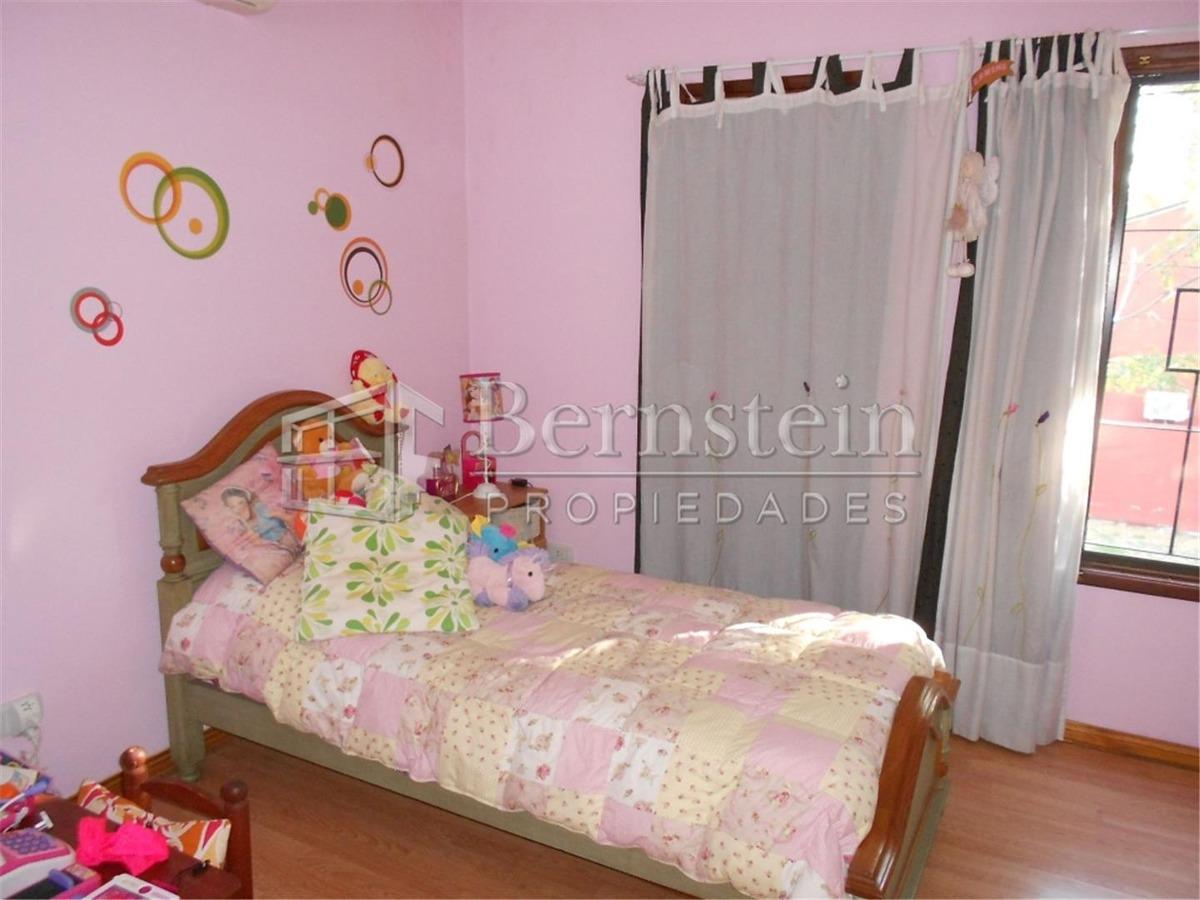 casa en venta de 3 dormitorios en udaondo ituzaingo :: 362m2