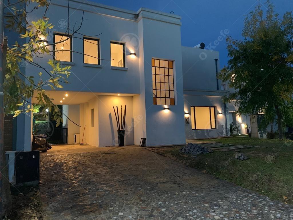 casa en venta de 4 ambientes en hudson chico! estilo tradicional!! 20% off