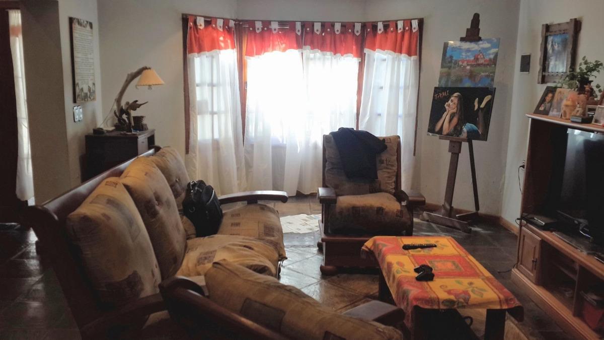 casa en venta de 4 dormitorios c/ cochera en liniers