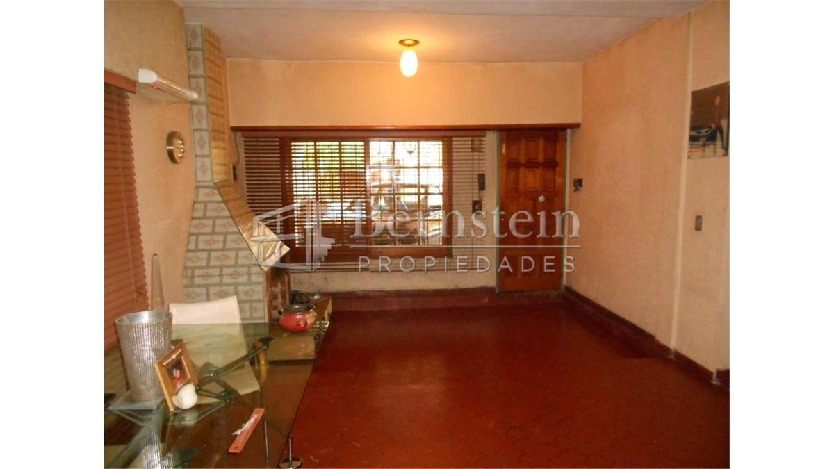 casa en venta de 4 dormitorios en udaondo ituzaingo :: 428m2