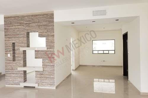 casa en venta, de 4 habitaciones,con cuarto de servicio en las trojes