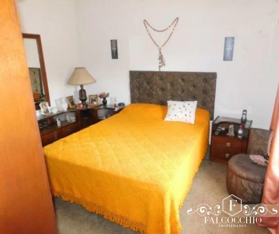 casa en venta de 5 ambientes con local y cochera en san miguel