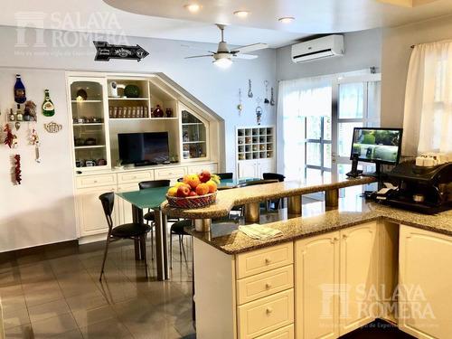 casa en venta de 6 ambientes, martínez residencial, san isidro. con 3 dormitorios y dependencia.