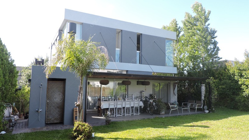 casa en venta de cinco ambientes! estilo minimalista, super luminosa!