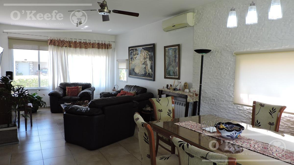 casa en venta de cuatro ambientes en altos de hudson