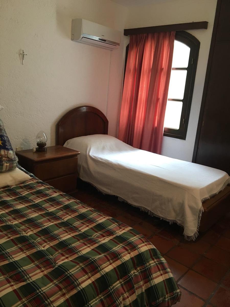 casa en venta de de 2 dormitorios en el tesoro