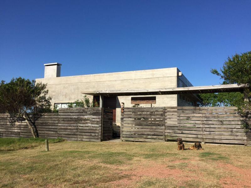 casa en venta de de 3 dormitorios en santa monica