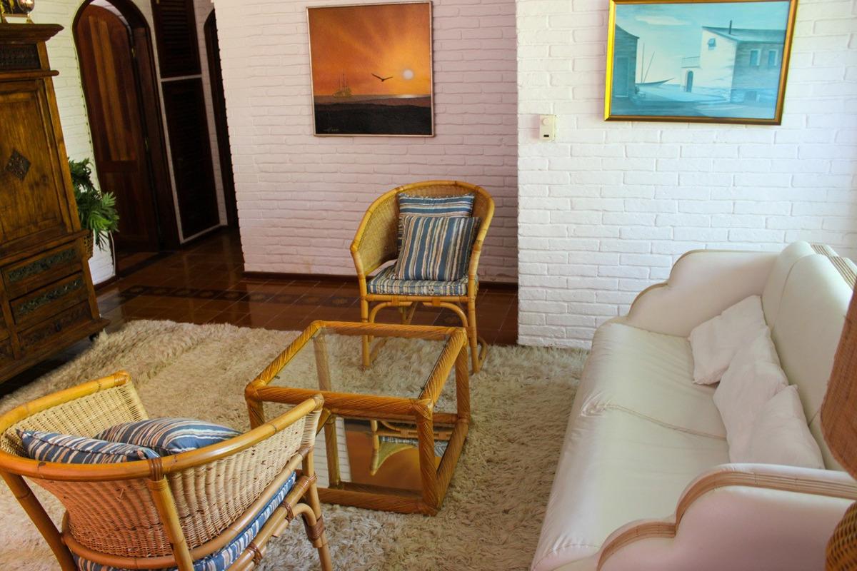 casa en venta de de 4 dormitorios en lugano