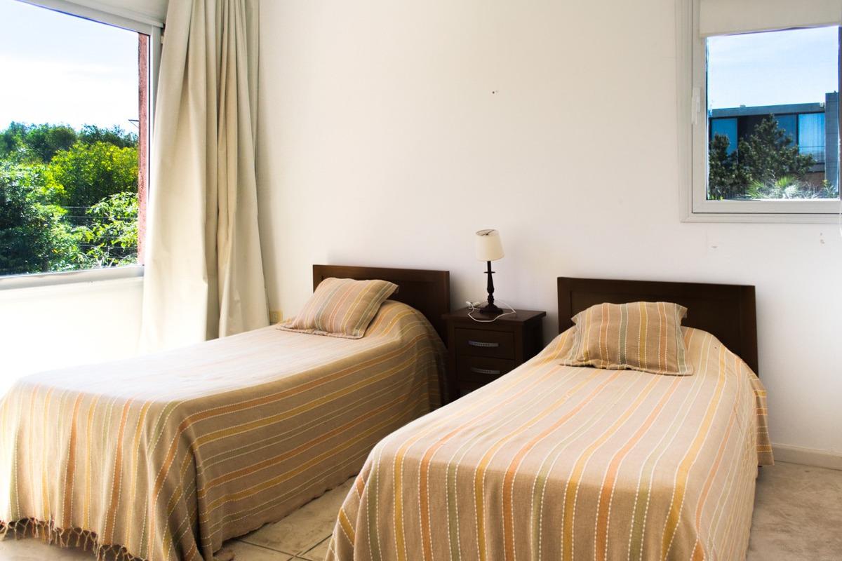 casa en venta de de 5 dormitorios en punta piedras