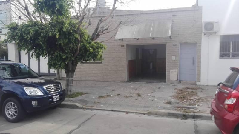 casa en venta de dos dormitorios con garage y patio cubierto