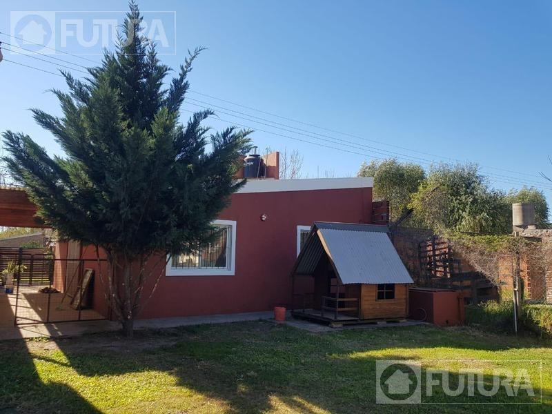 casa en venta de  dos dormitorios funes - barrio villa elvira
