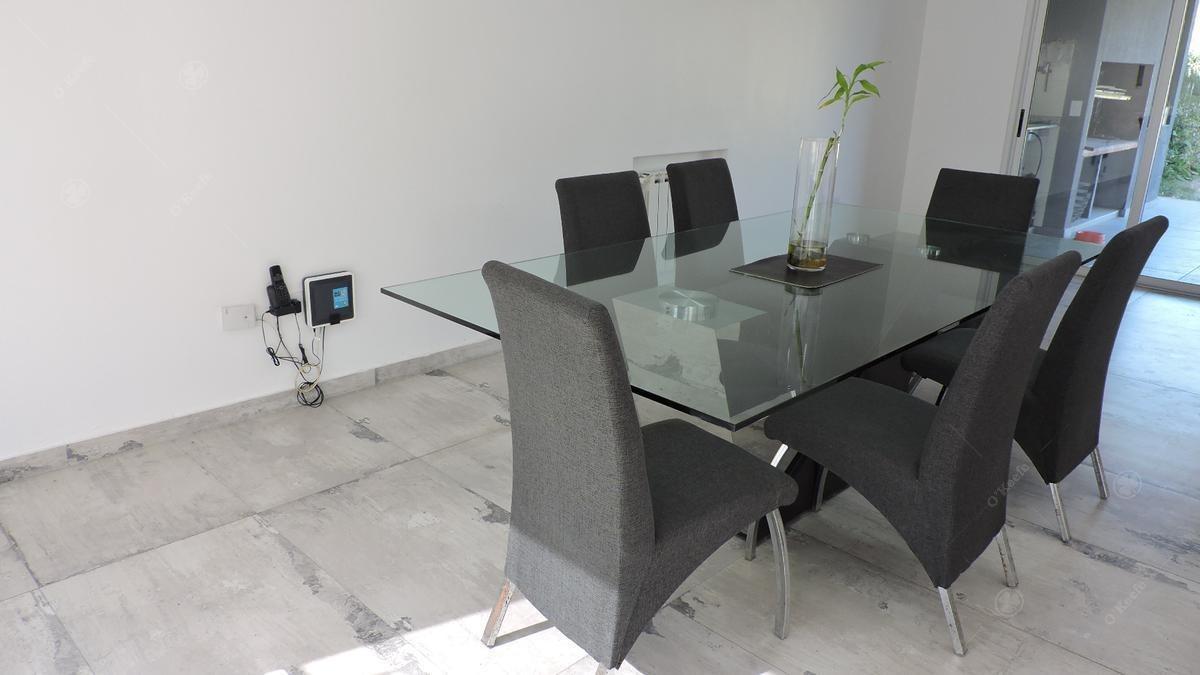 casa en venta de estilo moderno de tres ambientes