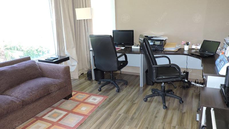 casa en venta de seis ambientes! estilo clásico desarrollada en dos plantas! 15% off!!