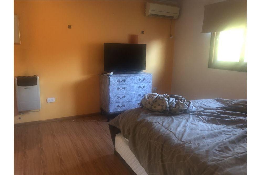 casa en venta de tres dormitorios en city bell