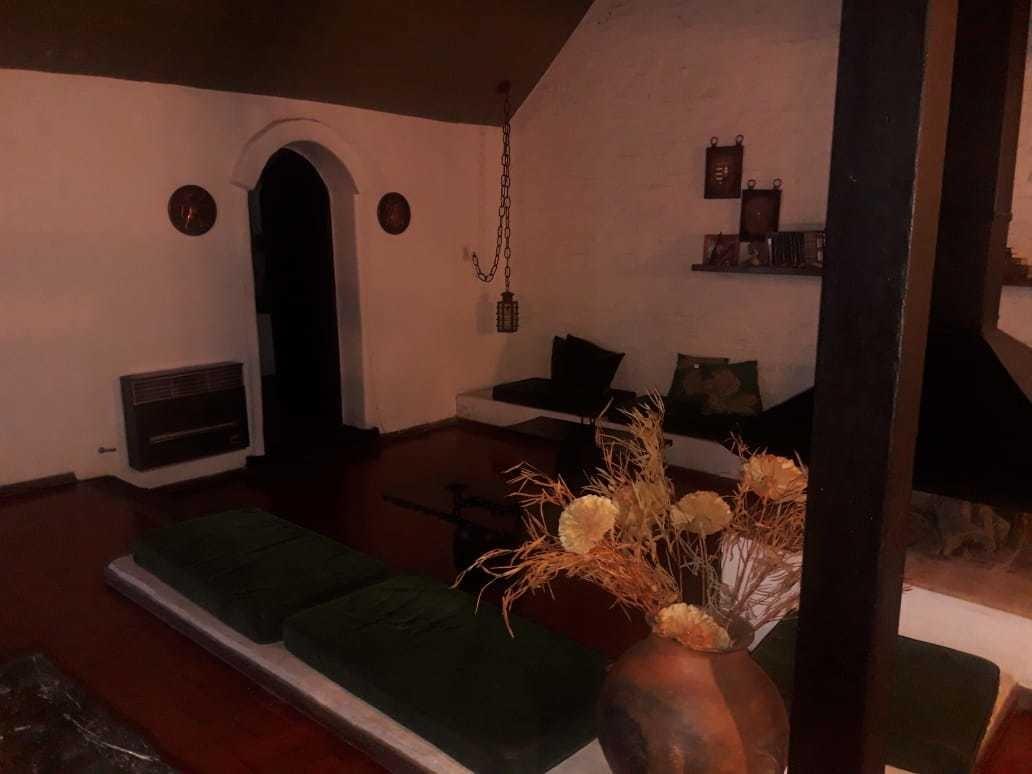 casa en venta de tres dormitorios, urca, zona norte.