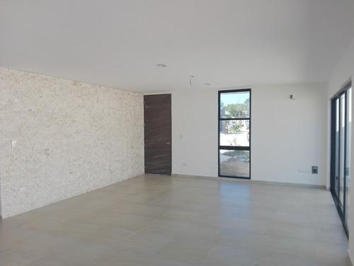 casa en venta de una planta en privada botánico cv-6427