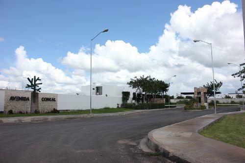 casa en venta de una planta en privada conkal cv-6111