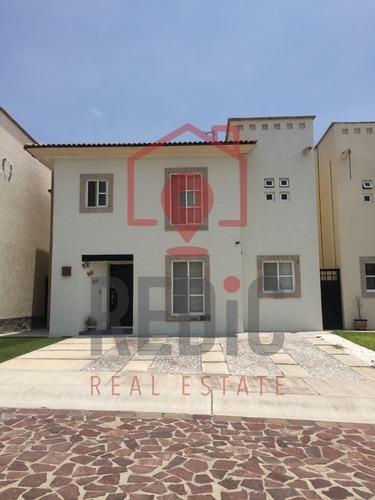casa en venta dentro de privada en cumbres del lago ln