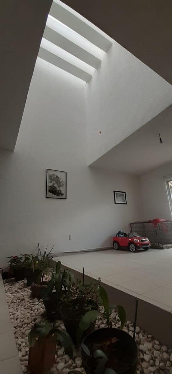 casa en venta el refugio qro 2,350,000 sobre calle