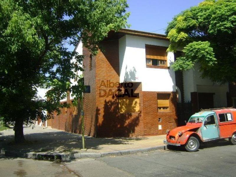 casa en venta en 14 esq. 59 la plata - alberto dacal propiedades