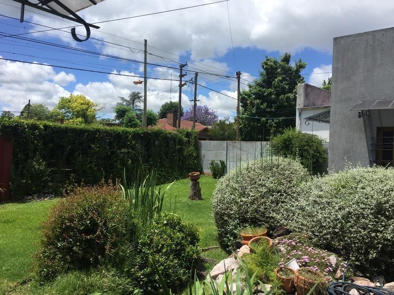 casa en venta en 15a e/ 474 y 476 city bell - alberto dacal propiedades