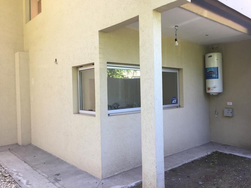 casa en venta en 23 bis / 449 y 450 city bell - alberto dacal propiedades