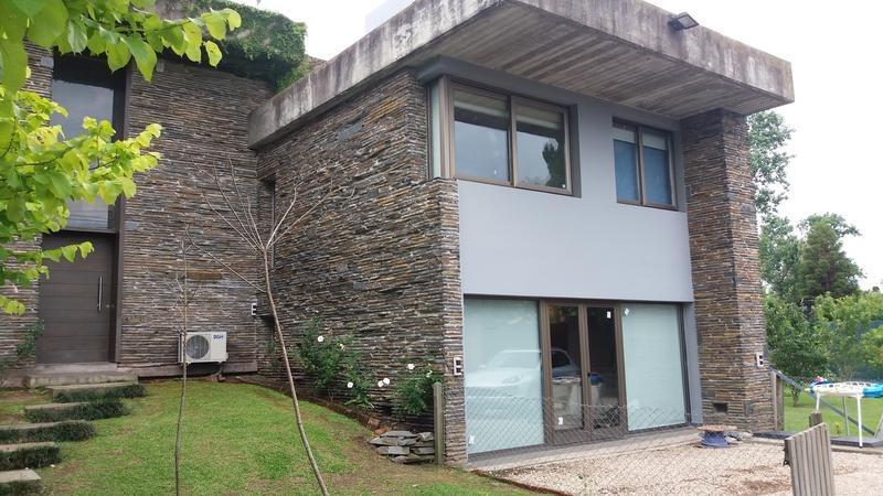 casa en venta en 24 e/ 476 y 477 city bell - alberto dacal propiedades