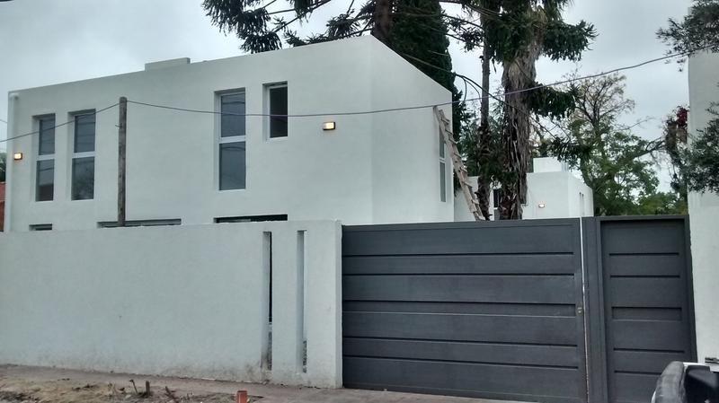 casa en venta en 28 e/ 489 y 490 manuel b gonnet - alberto dacal propiedades