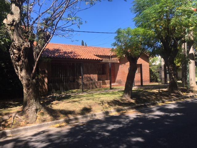 casa en venta en 465 esq. 13c city bell - alberto dacal propiedades