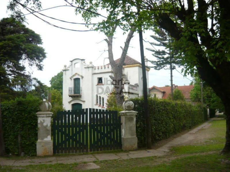 casa en venta en 471 esq. 13b city bell - alberto dacal propiedades