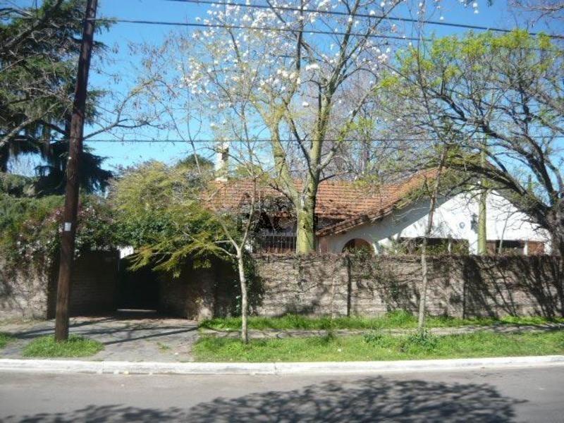 casa en venta en 473 (cantilo)/15 y 17 city bell - alberto dacal propiedades