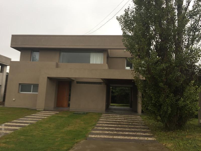 casa en venta en 501 esq. 30 manuel b gonnet - alberto dacal propiedades