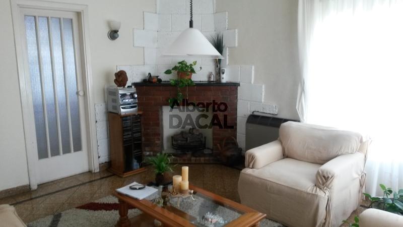 casa en venta en 511 esq. 10 manuel b gonnet - alberto dacal propiedades