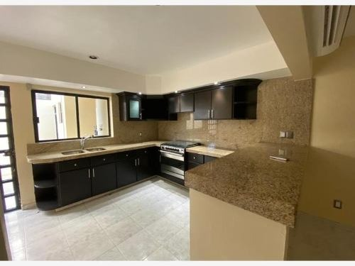 casa en venta en alameda centrica area residencial tranquila a cuadras del malecon