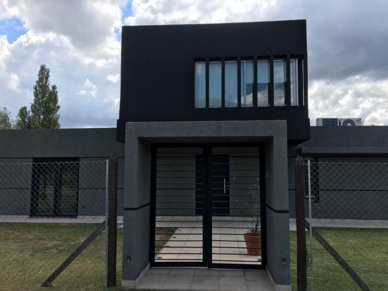 casa en venta en barrio cerrado las carolinas