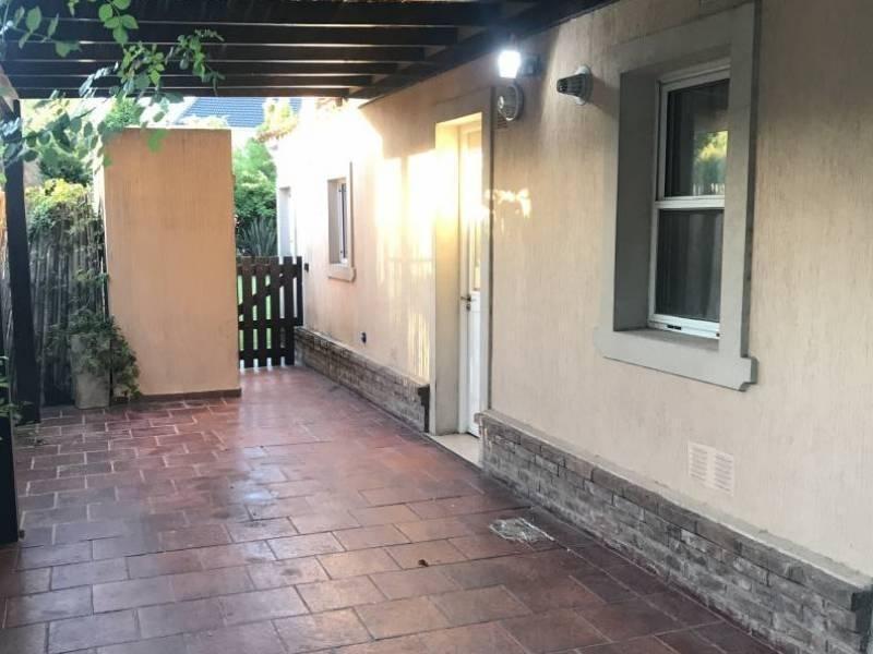 casa en venta en barrio cerrado talar del lago 1 - lote interno - impecable