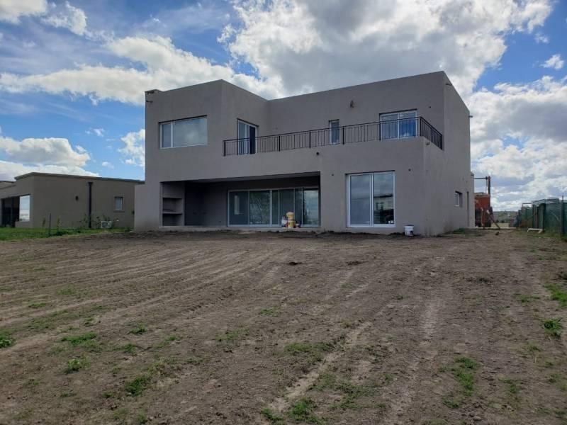 casa en venta en barrio san rafael - villanueva   maroto propiedades