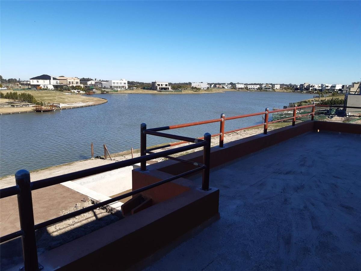 casa en venta en barrio vistas a la laguna puerto del lago