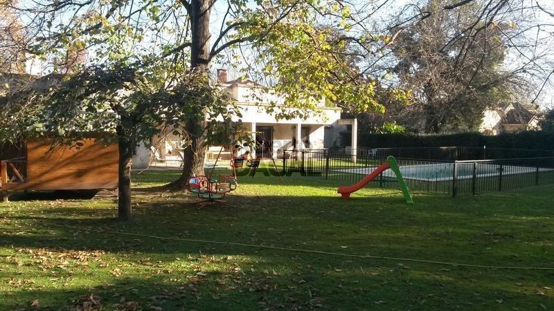 casa en venta en belg esq. 462 city bell - alberto dacal propiedades