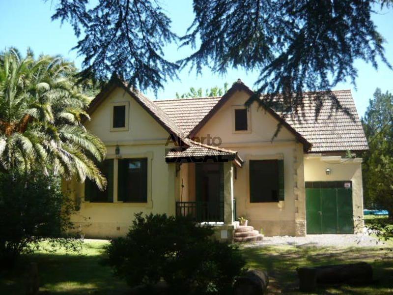casa en venta en belg/443 y 444 city bell - alberto dacal propiedades