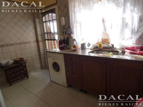 casa en venta en berisso calle 13 bis e/ montevideo y valparaiso dacal bienes raices