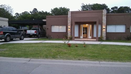 casa en venta  en buenos aires village